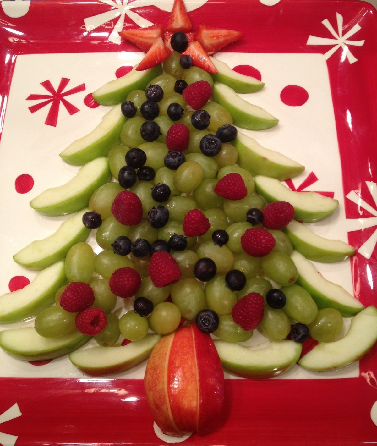 christmas tree fruit tray with grapes apples raspberries blueberries strawberries