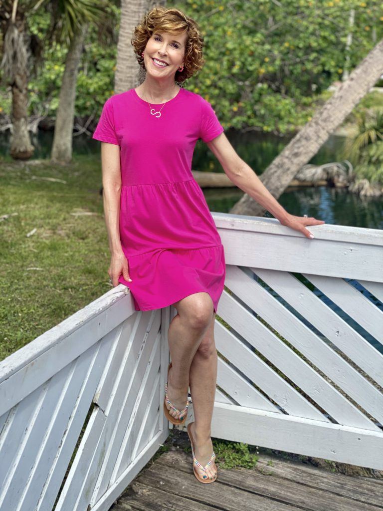 beach vacation outfit ideawoman wearing j.crew factory pink tiered tee shirt dresss