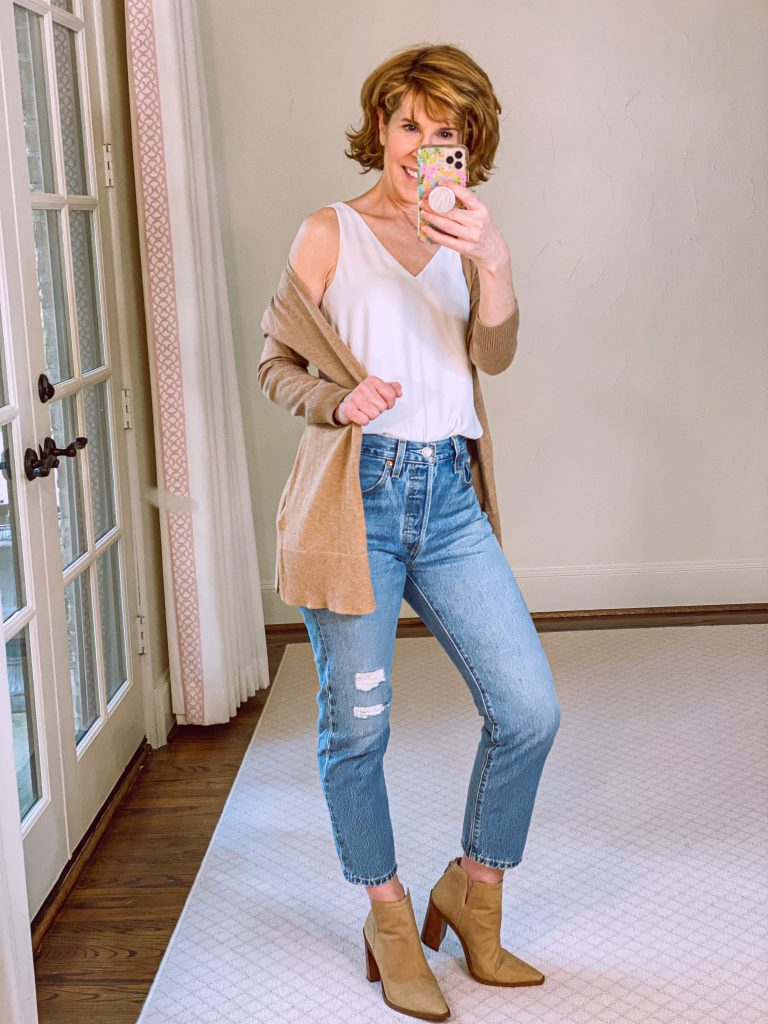 woman wearing amazon cardigan lilly pulitzer reversible tank, levis mom jeans from nordstrom anniversary sale and vince camuto booties from nordstrom anniversary sale